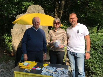 Eindruck vom Wolfratshauser Infostand am 08.09.17, von links nach rechts: Günther Fuhrmann, Dr. Gaby Andrae, Larry Terwey